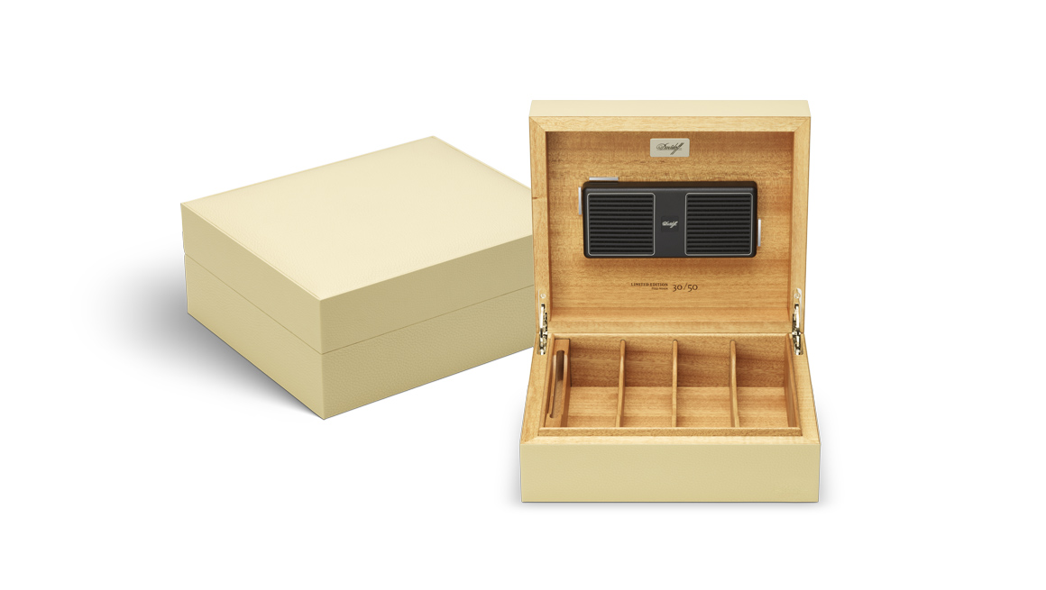 davidoff-leather-collection_humidor_white_open.jpg