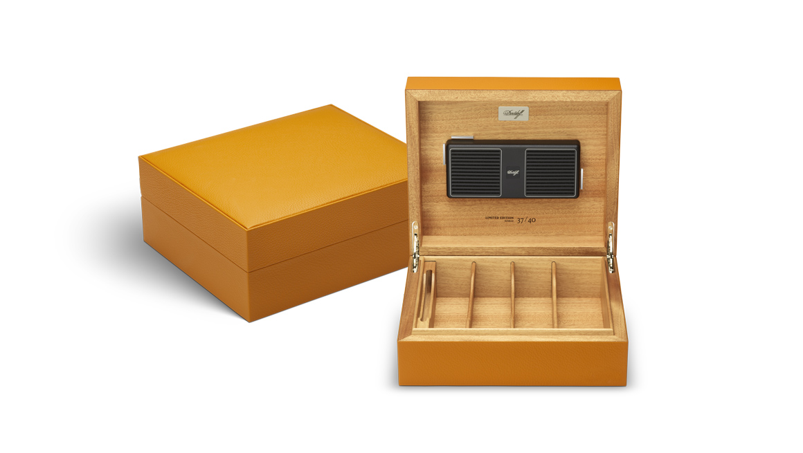 davidoff-leather-collection_humidor_saffron_open.jpg