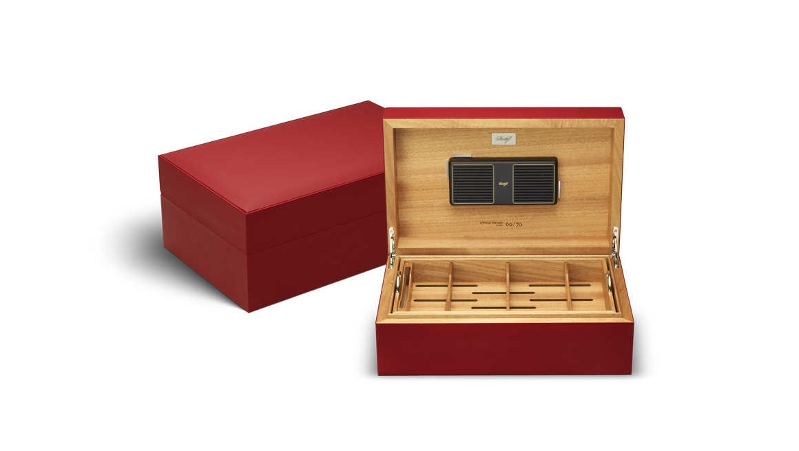 davidoff-leather-collection_humidor_red_ambs_open.jpg