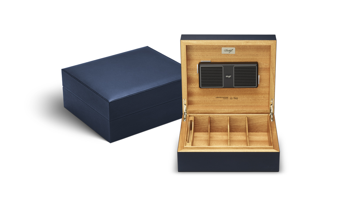 davidoff-leather-collection_humidor_blue_open.jpg
