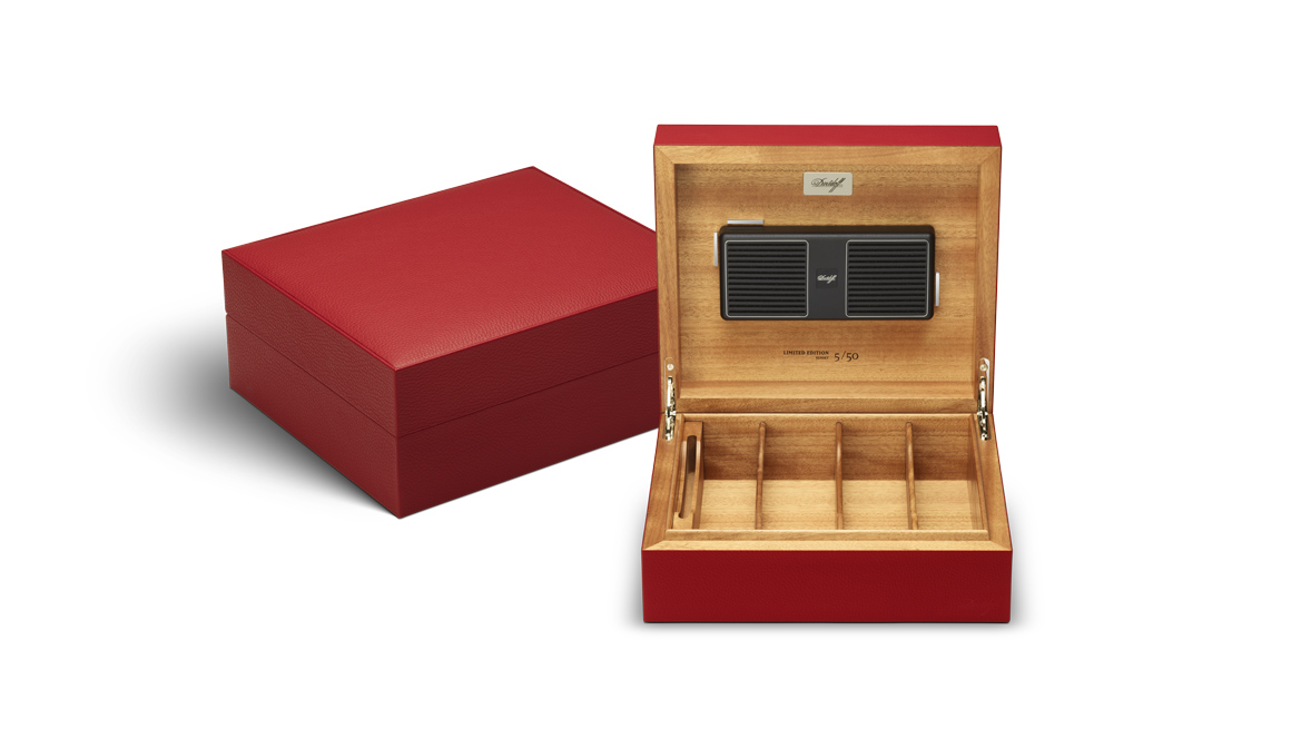 davidoff-leather-collection_humidor_red_open.jpg