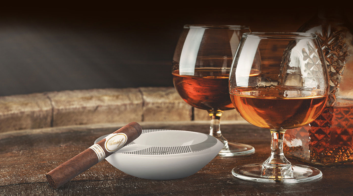 Robusto Intenso cigar pairs well with bourbon